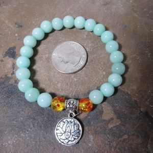 Jewelry - 1666 Mint green jade lotus stretch bracelet
